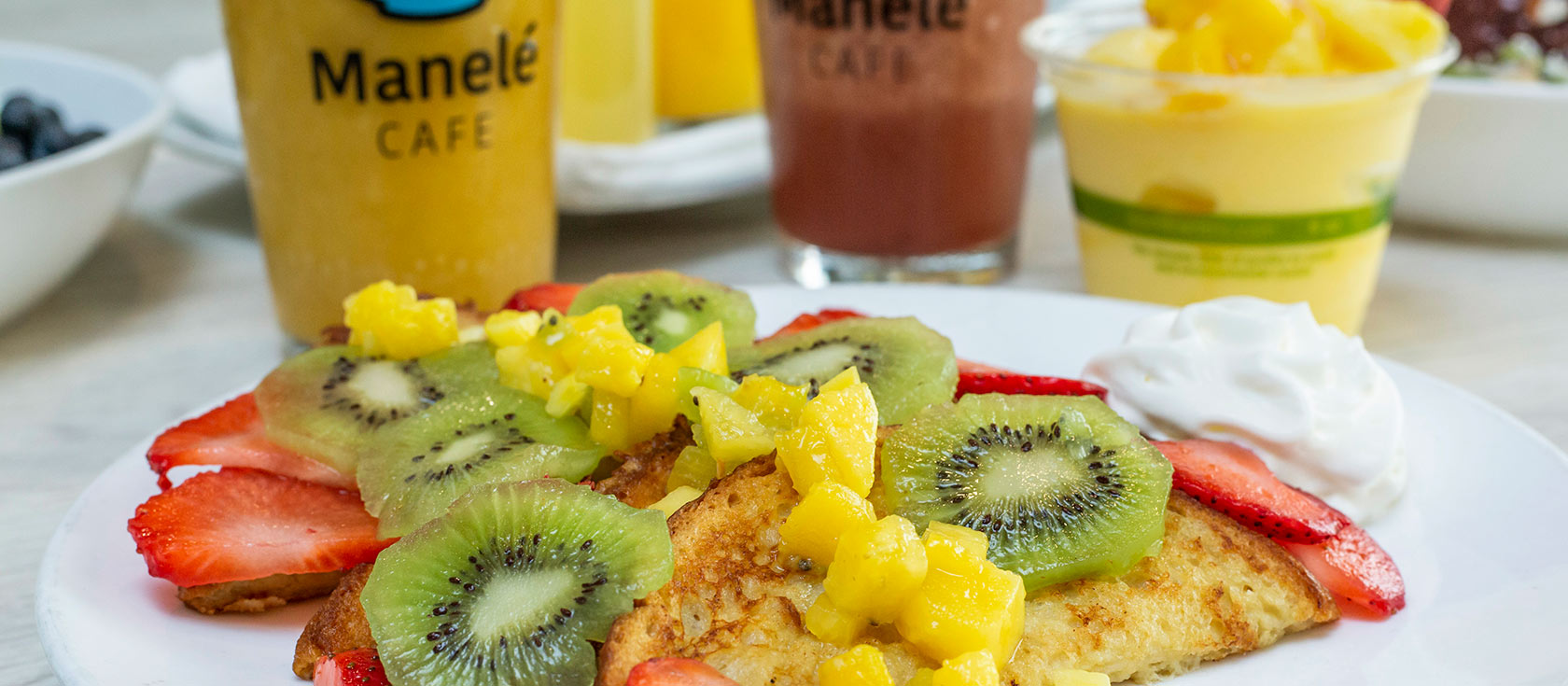 French Toast with sliced kiwi and strawberries, smoothie drinks